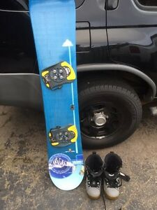 2 Snowboards  and 2sets of snowboard boots