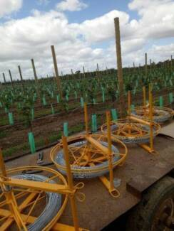 Wire spinner spinners for farm fencing