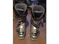 Ladies Tecnica Ultra Fit ski boots.