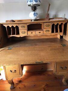 Antique Desk Kingston Kingston Area image 5