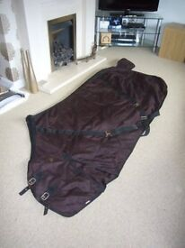 Black & Red Horse Stable Rug 6'9