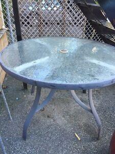 Table patio en excellente condition 40$