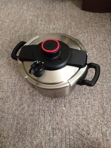 6L pressure cooker!!! Barely used