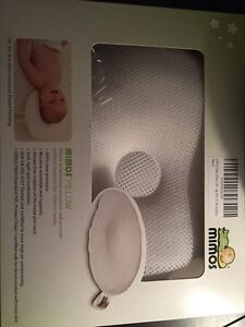 Mimos pillow to help babies flat head