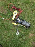 Superwinch LT2000 with in/out controller