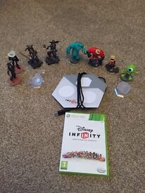 Xbox 360 Disney infinity with extra play set and figures