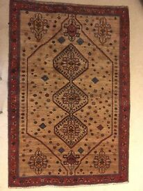 Lovely hand woven Iranian 100% Wool rug