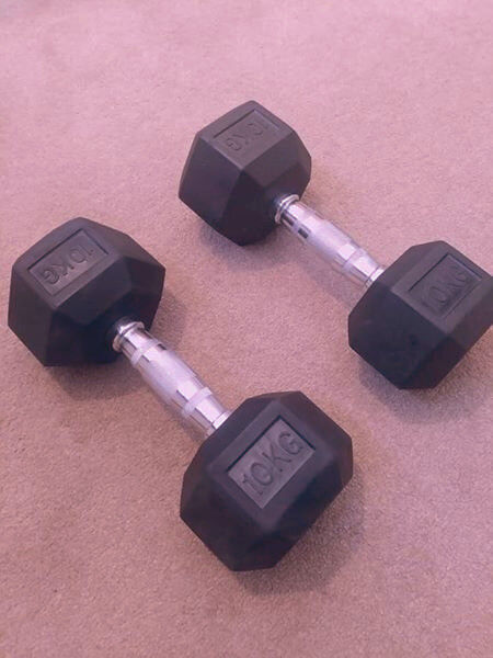 Pair of 10kg hex dumbbells weightsin South Molton, Devon - Like new pair of hex 10kg dumbbells weights collection from south Molton north devon