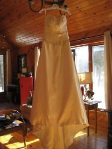 Wedding Dress for Sale, never been used!