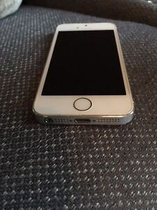 iPhone 5s - mint condition  London Ontario image 3