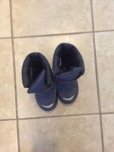 Winter boots sz10 Kingston Kingston Area image 1