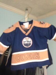 100's of Sports Team Clothing BLOWOUT Must  All Go Make Offers