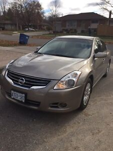**2011 Nissan Altima 2.5S ****Winter tires included**