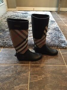 Woman's authentic Burberry Boots