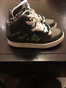 Boys DC high tops size 13 Kitchener / Waterloo Kitchener Area image 3