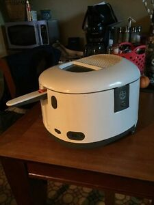 T-Fal Deep Fryer - ** excellent condition  Kawartha Lakes Peterborough Area image 2