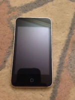 IPOD TOUCH 3RD GENERATION 32GB BLACK USED CONDITION WITH CHARGER