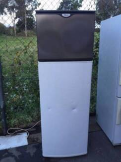 great working 238 liter tall whirlpool fridge , can delivery at e