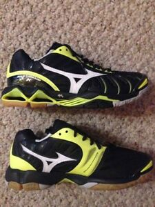 Mizuno court shoes, ladies sz 7.5 (fit small!)
