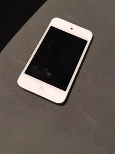 Apple iPod touch 4th generation 16gb Pristine Condition