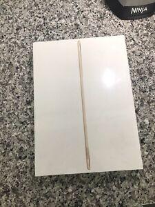 BRAND NEW iPad Pro GOLD 256GB 12.9-inch 1000$