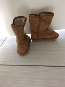"""Size 6 """"ugg"""" like boots from old navy"""