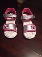 Sandales Geox jamais portées -pour fille (grandeur 11)