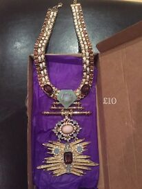 Statement necklaces - Christmas gifts