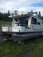 Floating Micro Cabin (Houseboat)
