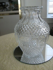 BEAUTIFUL OLD VINTAGE DECORATIVE CLEAR GLASS VASE
