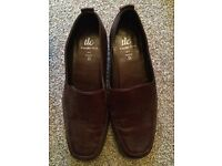TLC brown leather size 5