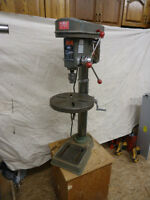 Unitool drill press variable speed with light Perceuse à colonne