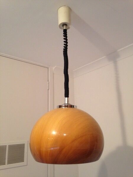 Retro lamp with spring suspension for adjustable height. Ideal over dining or bre