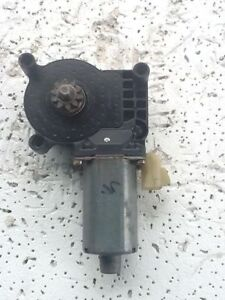 Mercedes ML320-ML500 1998-2003 Front Right Window Motor 99040810