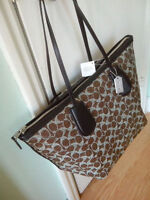 NWT COACH F 33504 SIGNATURE LINNEN TAXI ZIP TOP TOTE MSRP$295