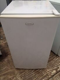 White daewoo undercounter fridg freezer good condition with guarantee bargain