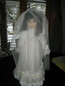 MUSICAL PORCELAIN BRIDE DOLL Kitchener / Waterloo Kitchener Area image 2