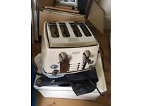 Delonghi 4 slot toaster - Brand new