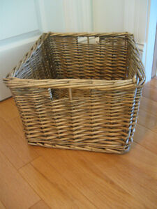 LARGE ATTRACTIVE HEAVY THICKLY-WOVEN WICKER BASKET / TOTE