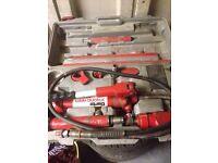 Clarke 4 ton hydraulic car body repair kt