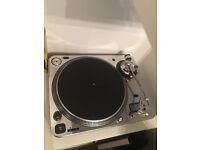 DJ numark turntable