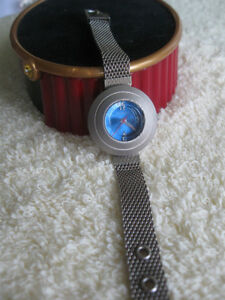 """LADY'S BATTERY OPERATED """"RUMOURS"""" WATCH with ATTRACTIVE STRAP"""