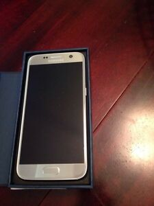 Samsung s7 in perfect condition 2 weeks old!