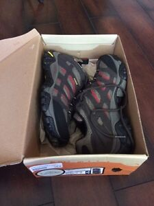 Hiking boots and shoes - women's 8.5 - never worn Kitchener / Waterloo Kitchener Area image 5
