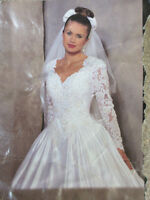 BEAUTIFUL WEDDING DRESS - CLEANED / BOXED - $ 300 FIRM