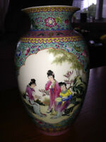 Beautiful, very decorative and detailed Chinese vase