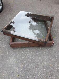 Table Basse Rustique en Pin Avec Vitre - Sur Roulette