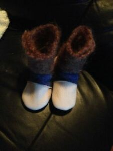 LIKE NEW - WOOL/LEATHER BOOTS ,NOOKS FOR BABY