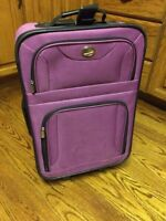 Luggage - 2 wheel carry on suitcase Great condition