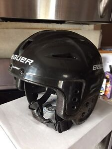 Youth Hockey helmet Windsor Region Ontario image 1